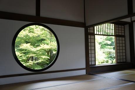 京都源光庵の迷い窓と悟りの窓